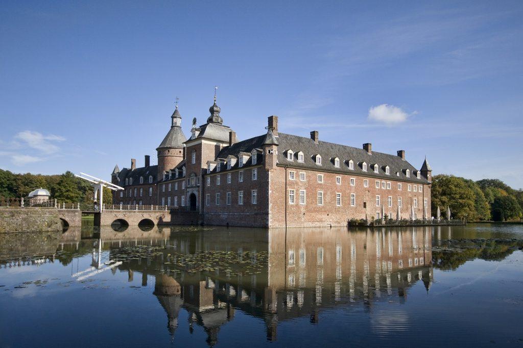 Schloss Außenansicht (2)