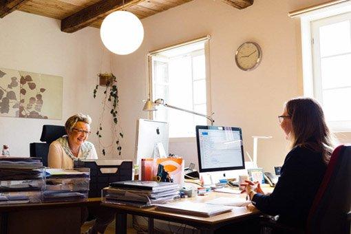 Büro und Kontakt